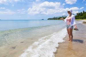 kvinde-paa-strand